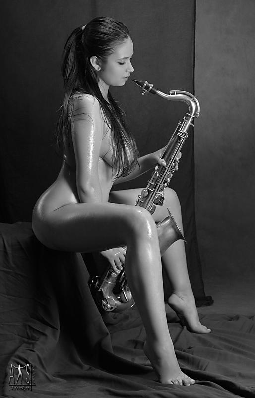 Эротическое кино саксофон