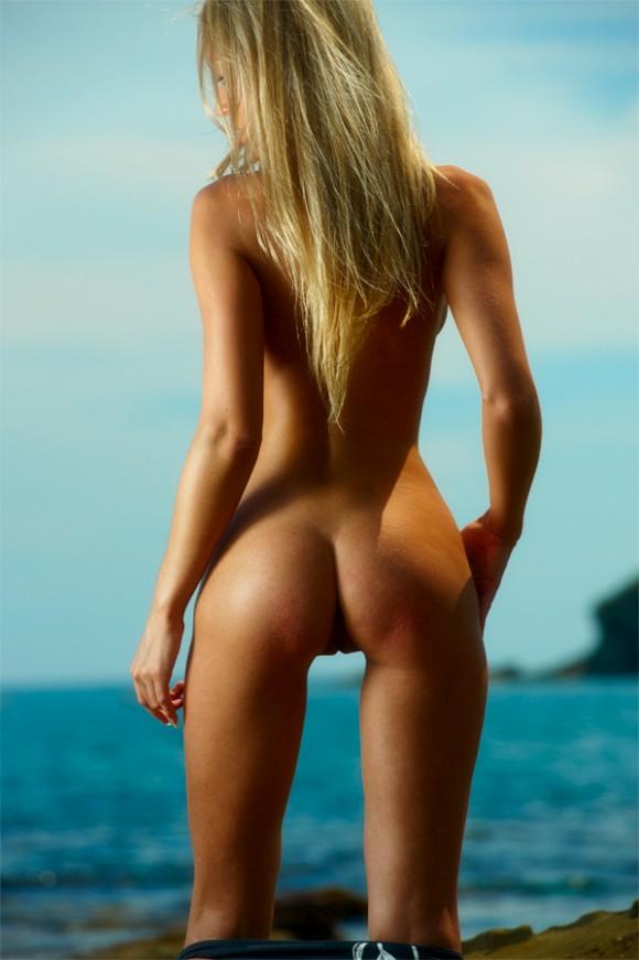 фото голых худеньких попок